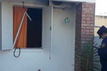Rompió los vidrios del frente de una vivienda sin motivos aparentes
