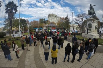 Familiares de la policía detenida convocan para una marcha en plaza 25 de Mayo