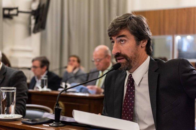 El legislador apuntó sus cañones hacia la política energética nacional.