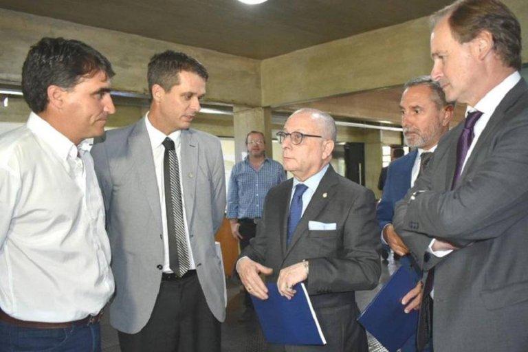 El intendente Lima junto a su par Cresto y Gustavo Bordet