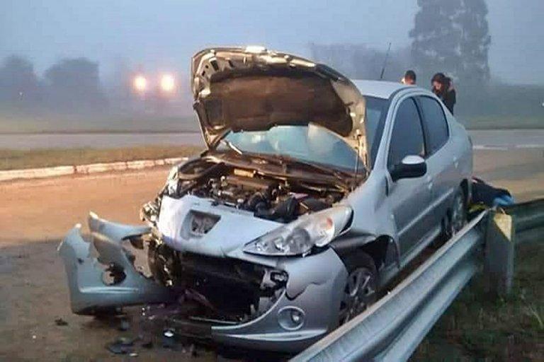 Así quedó el auto, tras impactar contra la camioneta.