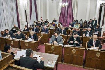 El senado se puso a disposición de la Justicia por el escándalo de los contratados
