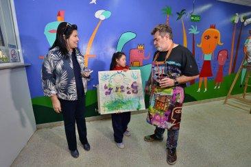 Milo le puso color a la inauguración de la ampliada unidad de terapia intensiva pediátrica del Masvernat
