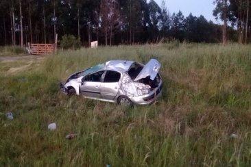 Concordienses volcaron con su automóvil y el conductor esta en grave estado