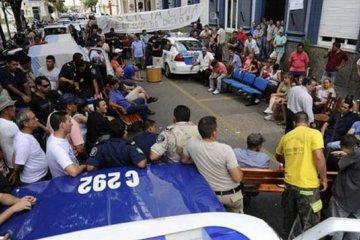 Los policías dados de baja por sedición presentarán una apelación