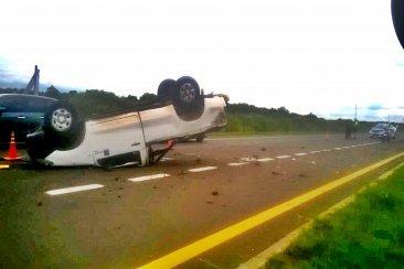 Volcó una camioneta en ruta 14 y su conductor terminó con graves heridas