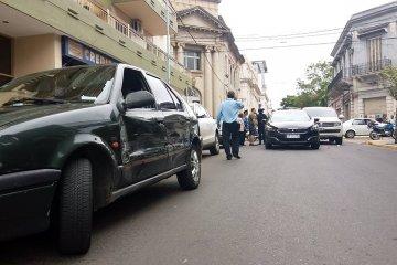 Caos en el tránsito céntrico por un triple choque y un acto