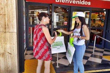 El municipio busca popularizar el uso de las bolsas ecológicas en los supermercados
