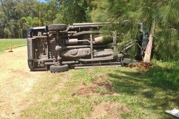 Un joven volcó con la camioneta en la que circulaba por el perilago