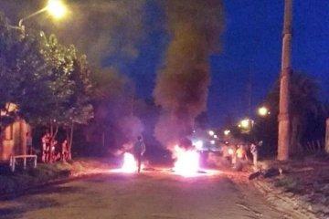 Vecinos cortaron el tránsito y protestaron por mejoras en el barrio
