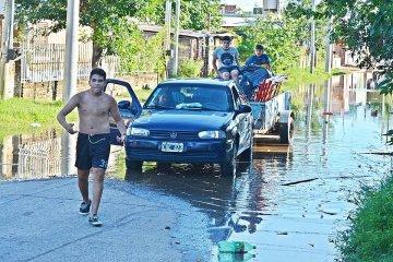 Ya son más de 200 familias evacuadas por la inundación