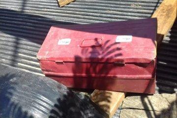 Aprovecharon un descuido y se robaron una caja de herramientas
