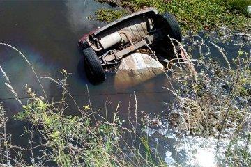 AUTOVIA: Un joven falleció cuando su auto quedó sumergido en un curso de agua