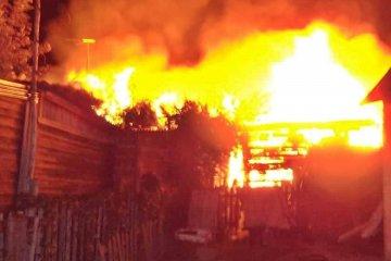 Las llamas consumieron una vivienda durante la madrugada