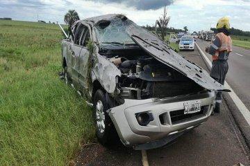 Tres heridos tras el brutal vuelco de una camioneta en la ruta 14