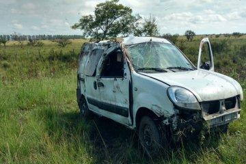 Transportaban un equipo para el hospital de Chajarí pero terminaron despistado en la ruta