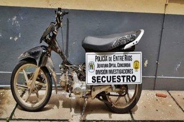 Dos menores circulaban en una moto con pedido de secuestro