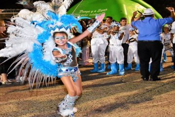 Los Pequeños Duendes hicieron bailar al ritmo de sus tambores a La Bianca