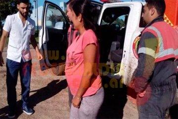 Bomberos socorrieron a una mujer en el campo que estaba por dar a luz