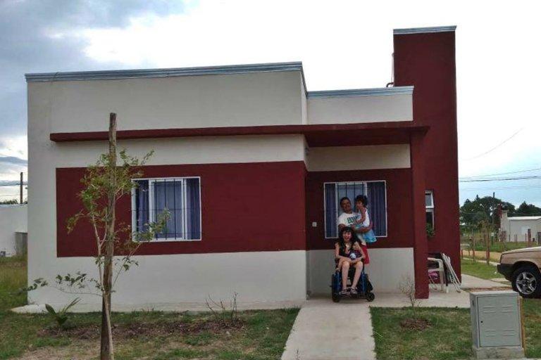 El IAPV le entregó una casa totalmente adaptada para su enfermedad.