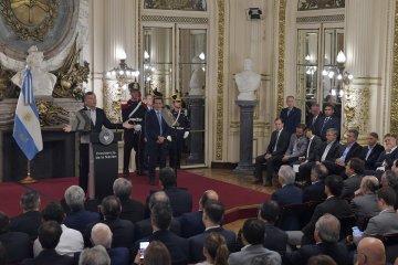 Bordet asistió al acto de Macri donde anunció beneficios para las economías regionales