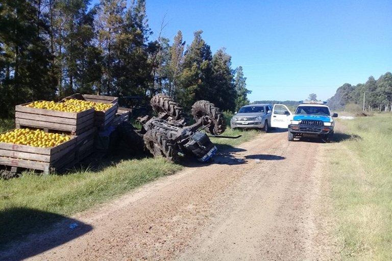 Un joven resultó fracturado tras volcar el tractor que conducía