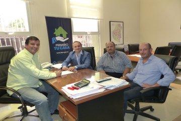 Rubricaron contrato para construir dieciséis nuevas viviendas en Feliciano