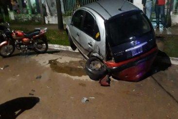 Conducía en estado de ebriedad y terminó chocando a otros vehículos estacionados