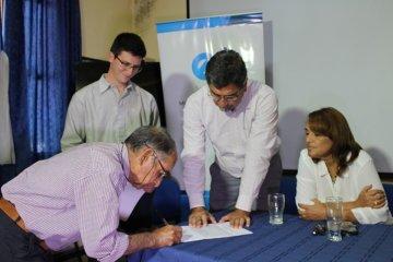 Se firmaron nuevos contratos para suministro eléctrico a usuarios rurales