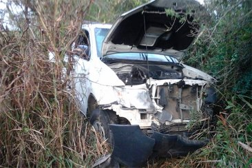 Un concordiense destrozó su camioneta al despistar sobre Ruta 18