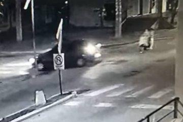 Fuerte choque entre un auto y una motocicleta en una avenida de Federación