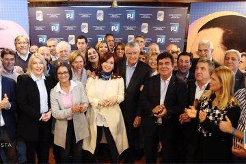 """Urribarri afirmó que la presencia de Cristina en el PJ fue """"un gran paso hacia la unidad"""""""
