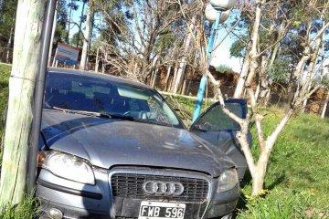 Un auto de alta gama despistó a metros de la ex Masisa