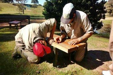 Piden colaboración a los vecinos tras reparar los bancos de San Carlos