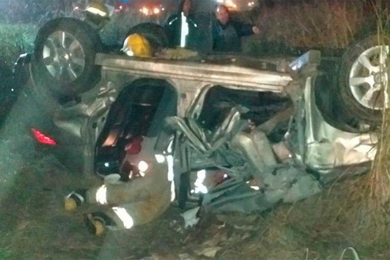El conductor había quedado atrapado y fue socorrido por bomberos.