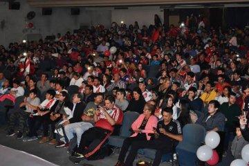 Más de 500 personas en el entreno de la película de River