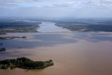 Salto Grande realizará un taller para analizar alternativas que mejoren la calidad del agua del embalse