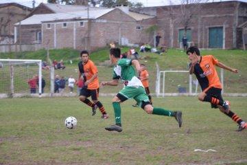 9 de julio continúa liderando el fútbol doméstico