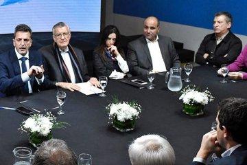 Urribarri participó del cónclave entre la dirigencia nacional del PJ y Sergio Massa