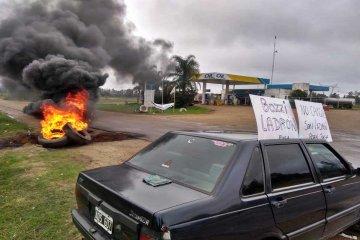 Trabajadores despedidos volvieron a protestar sobre la ruta 14
