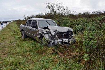 Un vehículo sufrió un fuerte impacto contra un vacuno que caminaba suelto en la ruta