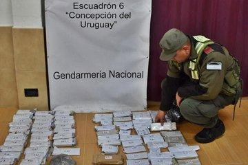 Llevaban más de 2 millones de pesos ocultos en un colectivo