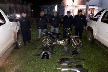 Robaron una moto y los descubrieron cuando vendían las partes por internet