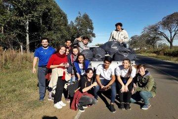 Los alumnos que limpiaron la entrada de Benito Legerén no piensan rendirse y van a volver