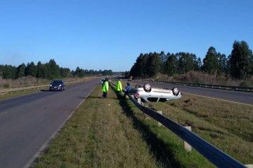 Un concordiense volcó con su auto en la autovía de la Ruta 14
