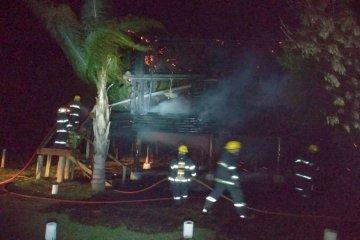 Se incendió una cabaña de un complejo de hospedaje turístico de Federación