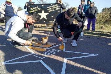 Pintaron nuevas estrellas amarillas para recordar a las víctimas de siniestro viales