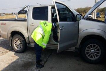 Secuestran una camioneta y detienen a una persona con pedido de captura
