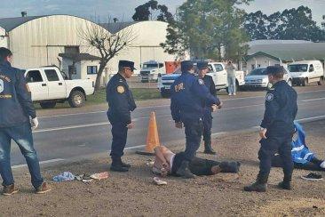 Llevaban droga encima, chocaron y terminaron atropellando a un policía en ruta 18