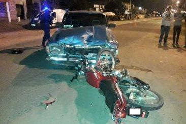 Al doblar a la izquierda en una avenida chocó un motociclista que terminó con traumatismo de cráneo